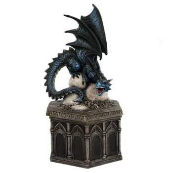 Boîte Dragon de saphir protégeant ses œufs sur autel gothique