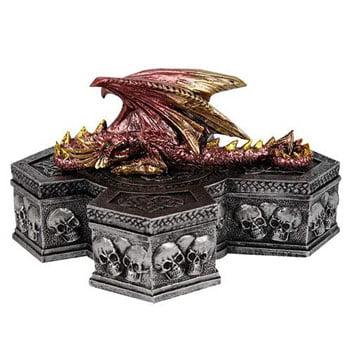 Boîte Dragon de cuivre reposant sur un autel en forme de croix celtique