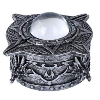 Boîte motifs celtiques rehaussée de têtes de dragon et orbe de cristal