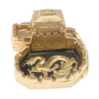 Cendrier Dragon chinois sur parvis de château fortifié