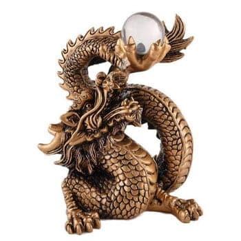 Grand Dragon Feng Shui chinois doré portant la perle du bonheur