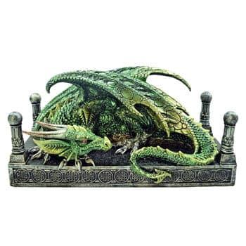 Figurine Dragon vert endormi dans son antre