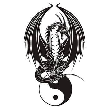 Sticker Dragon assis sur symbole Yin & Yang monochrome noir