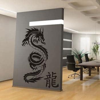 Sticker Dragon asiatique monochrome noir avec idéogrammes